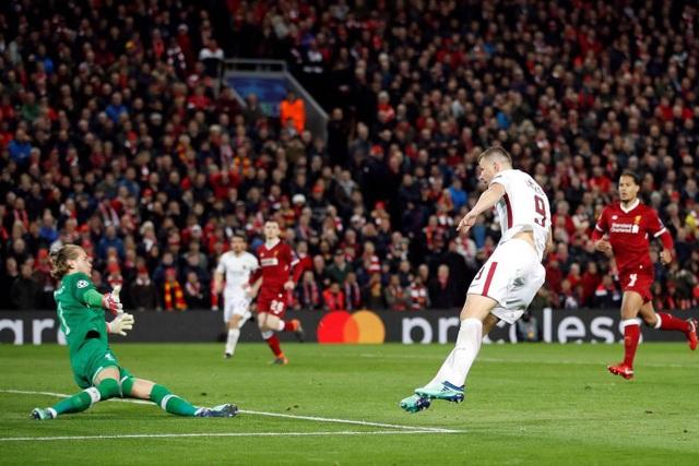 Vùng lên mạnh mẽ ở giai đoạn cuối trận, AS Roma có bàn thắng đầu tiên ở phút 81 do công của Dzeko
