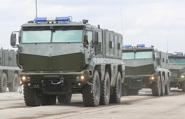Đoàn xe quân sự của Nga (Ảnh: TASS)