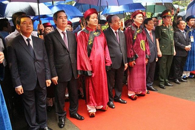 Thủ tướng Nguyễn Xuân Phúc dâng hương tưởng nhớ các Vua Hùng - 9
