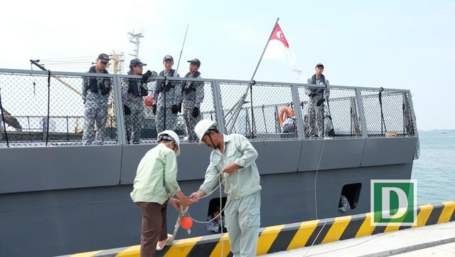 Tàu khu trục của Hải quân Singaore vừa cập cảng Tiên Sa sáng 26/4