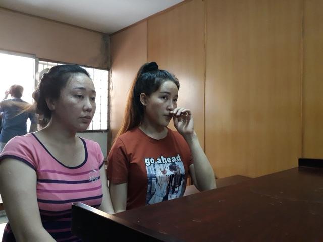 Bị cáo Hiền (áo cam) và Tiền lãnh án tù giam.