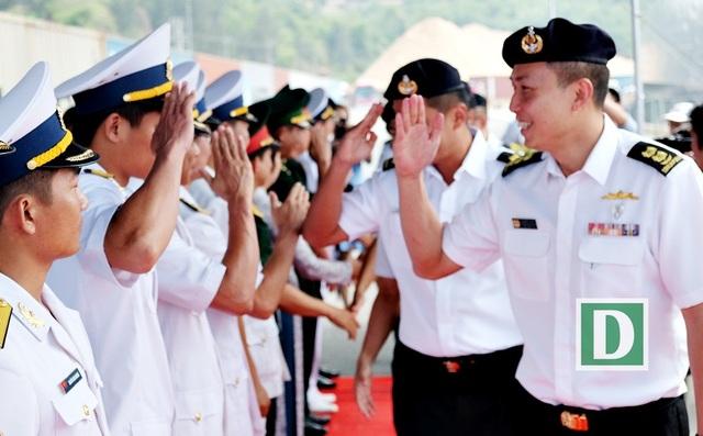 Hải quân Việt Nam và Singapore sẽ có các buổi luyện tập chung về tìm kiếm cứu nạn trên biển; huấn luyện sử dụng tín hiệu cờ quốc tế, ánh đèn, thông tin vô tuyến.