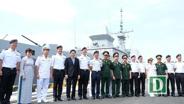 Lễ đón đoàn Hải quân Singapore cùng tàu khu trục RSS Intrepid thăm hữu nghị TP Đà Nẵng được tổ chức trọng thể ngay tại cảng Tiên Sa