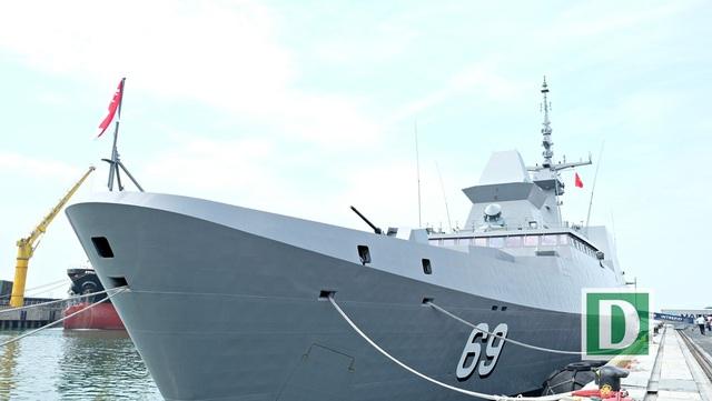 Đây là một trong những tàu khu trục hiện đại nhất của Hải quân Singapore