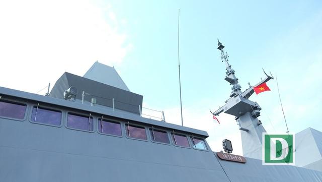 Tàu có khả năng tàng hình và được trang bị nhiều khí tài hiện đại như hệ thống tên lửa hành trình, hỏa lực phòng không.