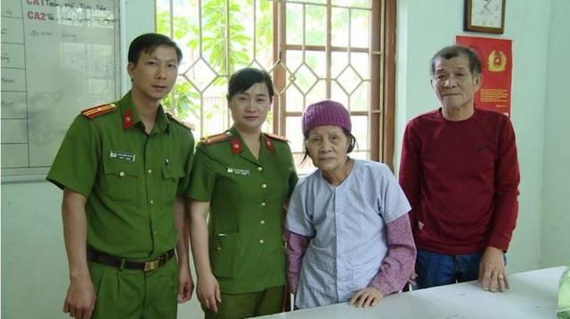 Công an phường Trần Hưng Đạo, thành phố Thái Bình giúp cụ bà Lương Thị Nguyệt tìm lại gia đình (ảnh: Công an Thái Bình)