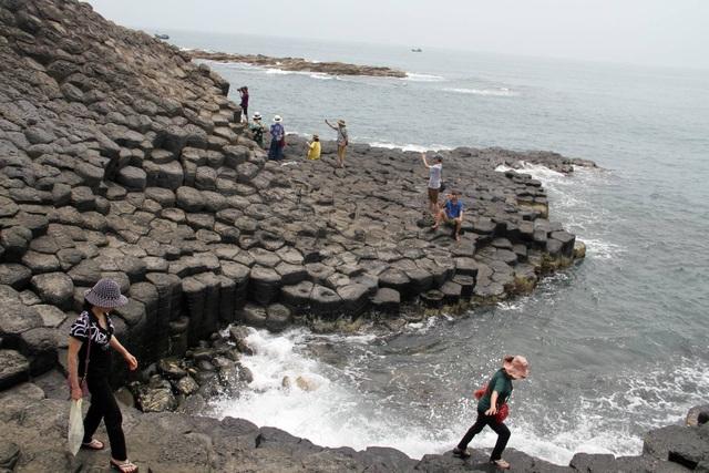 Danh thắng Gành Đá Đĩa là lợi thế để vịnh Xuân Đài phát triển du lịch