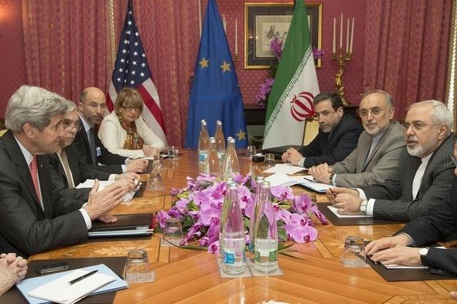 Phái đoàn Mỹ và Iran trong một phiên họp thương lượng về vấn đề hạt nhân của Tehran năm 2015 (Ảnh: Reuters)