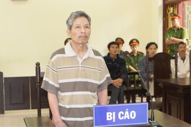 Bị cáo Chu Xuân Hùng trước vành móng ngựa (ảnh: Báo Hà Nam)