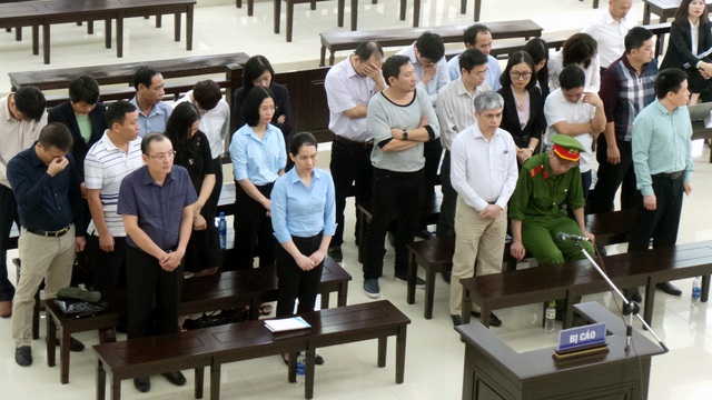 Các bị cáo nghe VKS luận tội sáng 26/4.