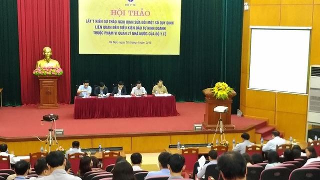 Đại diện Ban soạn thảo giải đáp các ý kiến thắc mắc của các đại biểu tham gia.