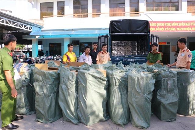 Số thuốc lá ngoại nhập lậu mà công an tỉnh An Giang vừa bắt giữ trên xe tải biển kiểm soát 67C - 070.87, do Nguyễn Hoàng Tâm điều khiển
