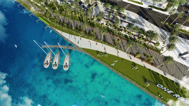 Bến du thuyền với cảnh quan rộng mở, nối liền phố đi bộ đầy cây xanh.