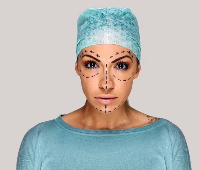 Phẫu thuật thẩm mỹ đang trở nên phổ biến hơn.