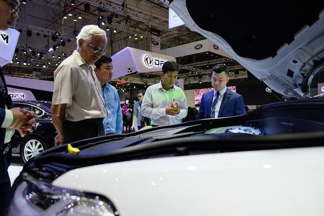 Trung bình, 7 năm qua mỗi năm người Việt chi 38.000 tỷ đồng (gần 1,6 tỷ USD) để mua ô tô ngoại.