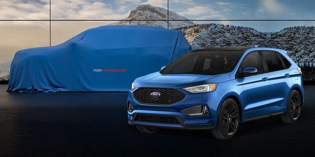 Hình ảnh chiếc Explorer thế hệ mới trùm kín vải được dùng làm hình nền trong buổi họp báo của Ford tại Triển lãm ô tô Bắc Kinh 2018