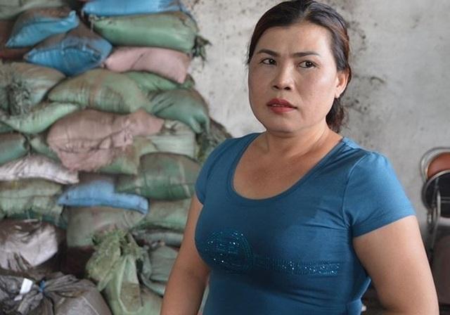 Bà Loan, chủ cơ sở sản xuất tạp chất cà phê
