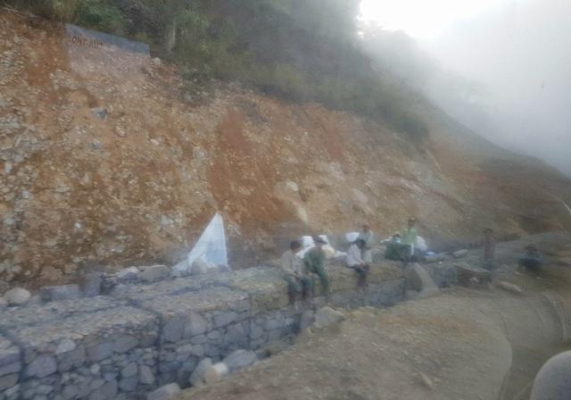 Hiện nay trên đường Nha Trang - Đà Lạt có khoảng 10 điểm sạt lở và đang được khắc phục, sửa chữa