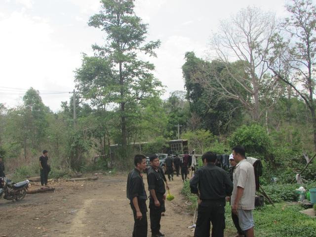Bên ngoài khu vực lán trại phát hiện có một số phương tiện dùng để vận chuyển gỗ