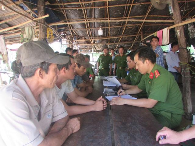 Tiến hành lập biên bản kiểm tra khu vực lán trại