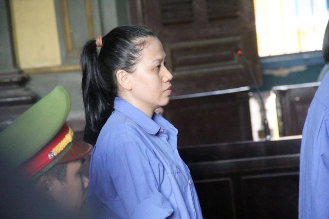 Bị cáo Trang bị cáo buộc chiếm đoạt 38 sổ tiết kiệm