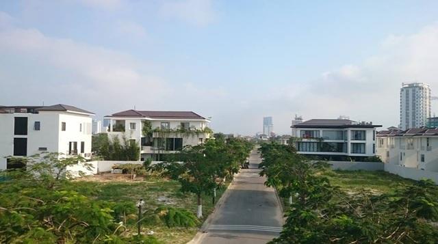 Trước đó một tài khoản Facebook đưa tin Đại tá Lê Văn Tam - Giám đốc Công an TP Đà Nẵng - có biệt thự trị giá 100 tỷ ở khu Euro Village, do Vũ nhôm tặng.