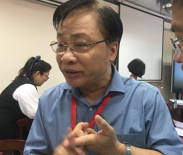 GS Trần Ngọc Thêm chia sẻ bên lề hội thảo