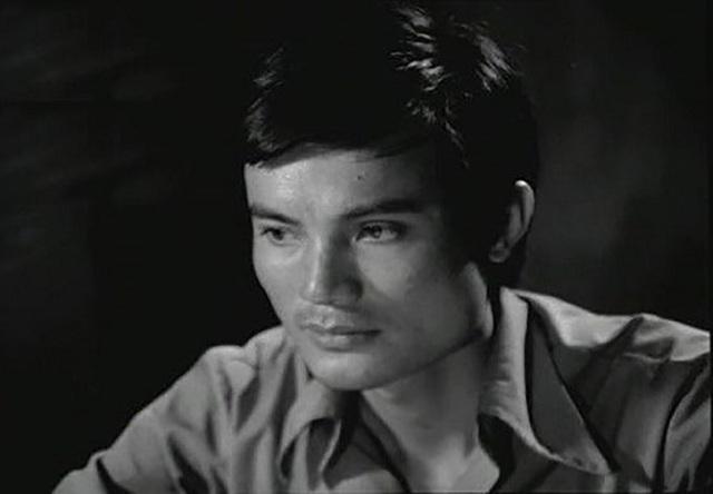 Sau vai giáo Thứ, Hữu Mười tiếp tục thành công với vai giáo Khang trong phim Bao giờ cho đến tháng 10. Vai diễn đem đến cho ông Bông Sen Vàng hạng mục Nam diễn viên chính xuất sắc tại Liên hoan phim quốc gia lần thứ bảy (1985).