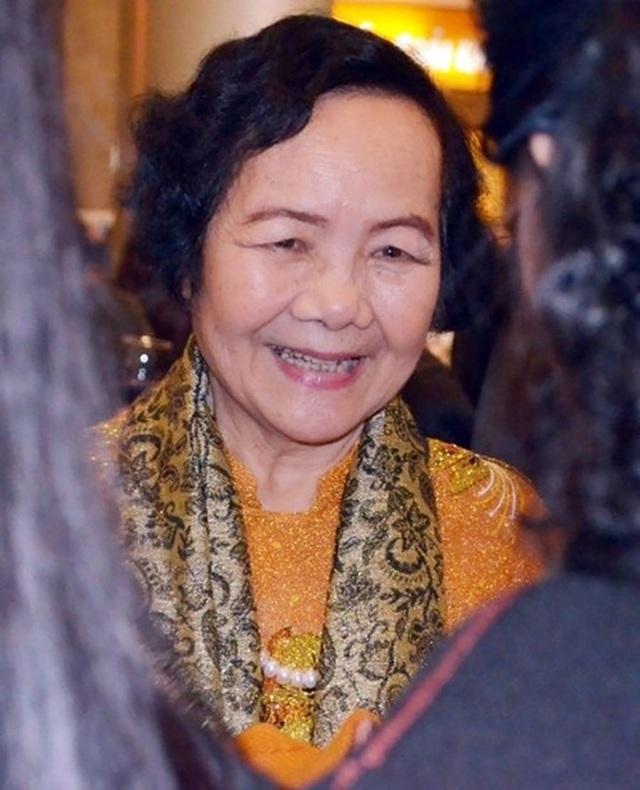 Vào vai một trong những nhân vật xấu nhất màn ảnh nhưng ngoài đời nghệ sĩ Đức Lưu là một phụ nữ có nhan sắc. Ở tuổi 80 nghệ sĩ Đức Lưu vẫn rât đẹp và phúc hậu.