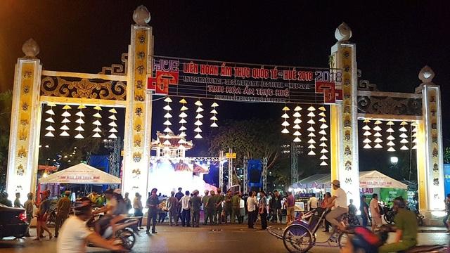 Công viên Thương Bạc đường Trần Hưng Đạo nơi diễn ra Liên hoan ẩm thực quốc tế - Huế 2018.