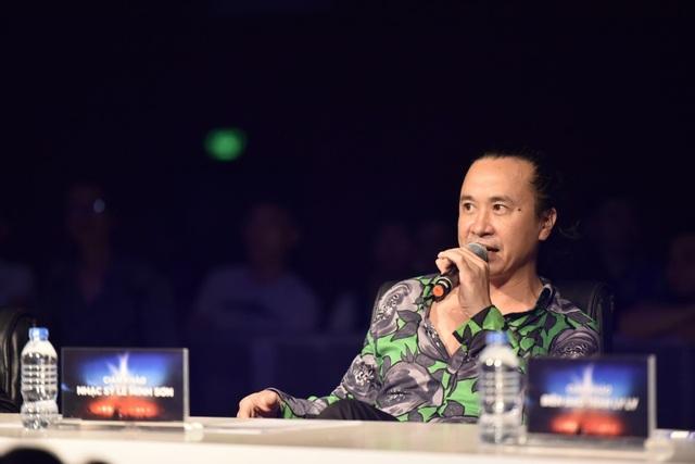 Nhạc sĩ Lê Minh Sơn ngồi ghế BGK cùng...