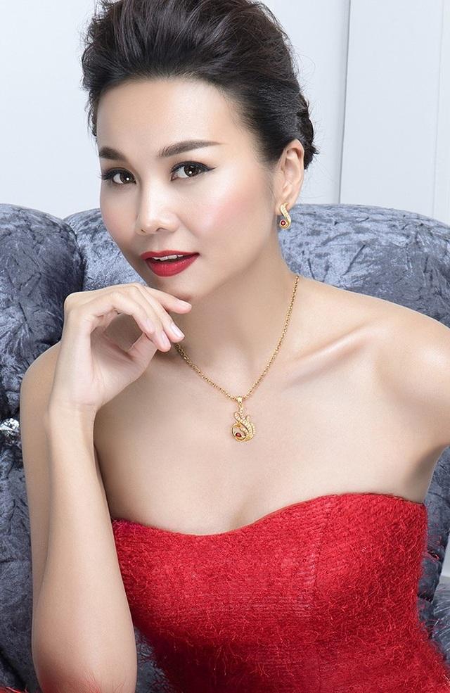 Sở hữu đường nét mềm mại, nữ tính, mề đay Phượng Hoàng phiên bản giới hạn là biểu tượng nổi bật của quý phái, đam mê.