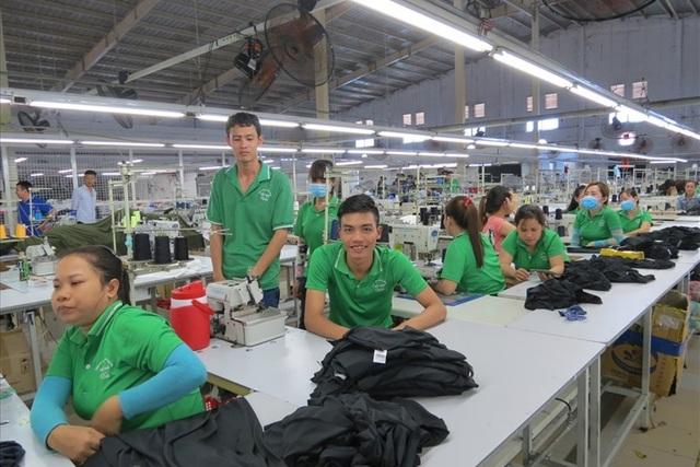 Không nên tăng tuổi hưu đối với lực lượng công nhân trực tiếp sản xuất - Ảnh: L.T