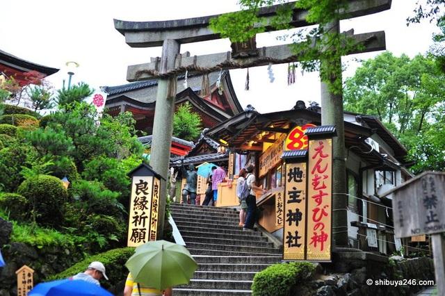 Ngôi đền linh thiêng kỳ lạ cứ 20 năm xây lại một lần - 6