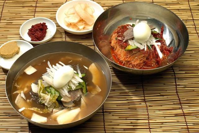 """Mỳ lạnh - món đặc sản Triều Tiên khiến du khách bỗng """"đổ xô"""" đi ăn - 2"""