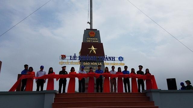 Lễ khánh thành cột cờ Tổ quốc trên đảo Hòn La