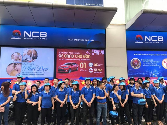 Ngay từ sáng sớm, các CBNV của NCB trên toàn quốc đã cùng tập trung tại địa điểm để sẵn sàng cho buổi Roadshow. Với sức trẻ và lòng nhiệt huyết của mình, các thành viên đều hừng hực khí thế ra quân để quảng bá hình ảnh và thương hiệu NCB đồng thời tiếp tục đẩy mạnh tư vấn giới thiệu với khách hàng về các dịch vụ của Ngân hàng NCB.