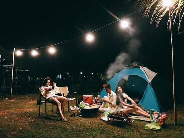 Sẽ là lựa chọn lý tưởng khi cùng người thân tạm xa lánh những ồn ã, vội vã ngày thường để cùng ngồi lại hàn huyên, chia sẻ tâm tình khi dựng lều cắm trại, thưởng thức tiệc