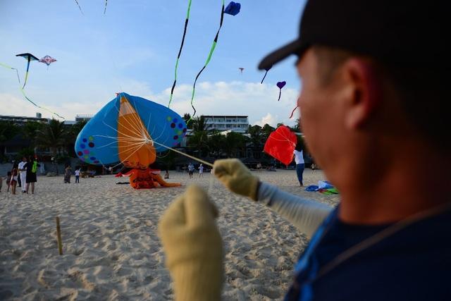 Lễ Hội Thả Diều trên bãi biển Mũi Né – Phan Thiết nằm trong sự kiện Hello Sunny và được tổ chức bởi The Cliff Resort & Residences.