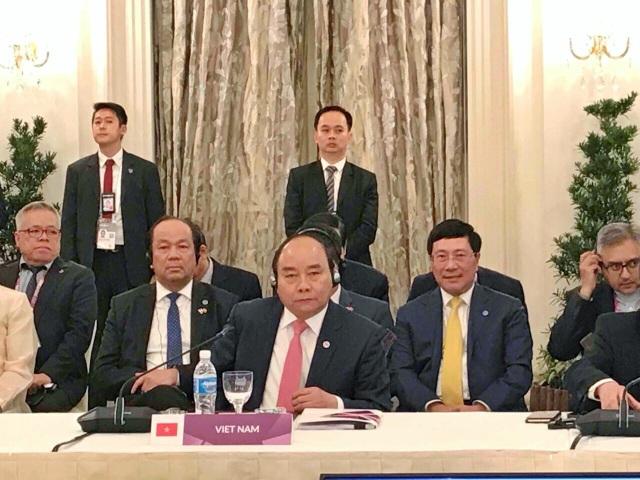 Thủ tướng Nguyễn Xuân Phúc nhấn mạnh vấn đề Biển Đông trong chuyến thăm Singapore và Hội nghị ASEAN 32