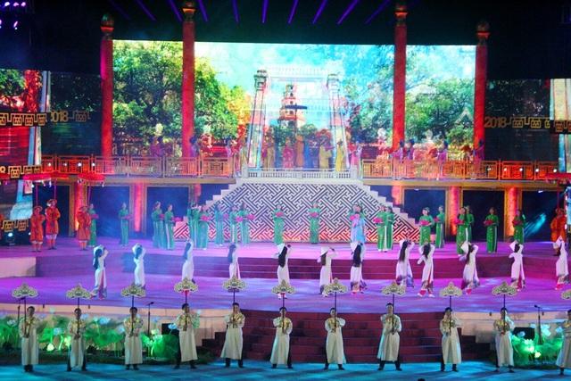 Hát múa Rất Huế dưới phần trình bày ca sĩ Tân Nhàn