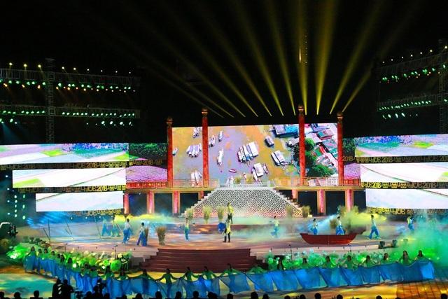 Liên khúc Chiếc áo bà ba – Về miền Tây do Ca sĩ Hà Vân và Nhà hát Ca múa nhạc dân tộc Bông Sen thực hiện