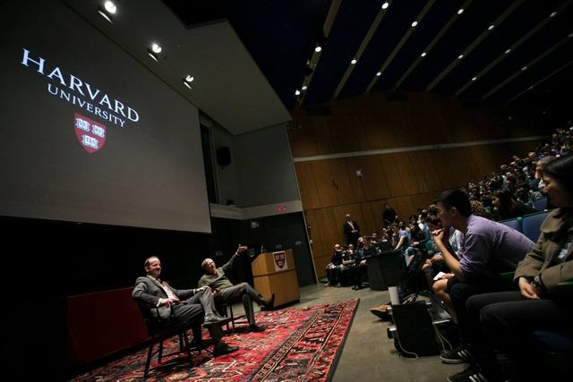 Tỷ phú Bill Gates tiết lộ sự hối tiếc nhất thời học đại học với SV Harvard - 2