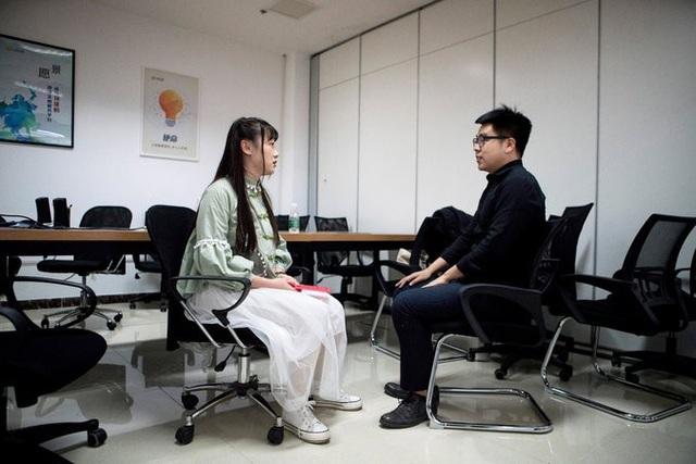 Công việc hàng ngày của Shen Yue là giúp các lập trình viên giải tỏa căng thẳng.