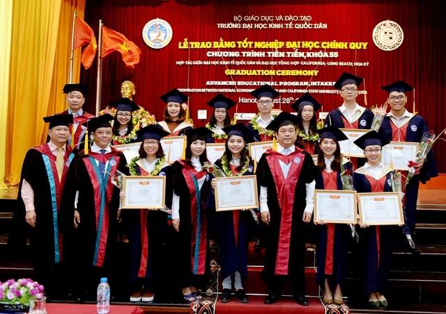 """Cán bộ giảng viên ở các trường đại học Việt Nam cần đổi mới mạnh mẽ về tư duy truyền thống trong quan hệ """"thầy trò"""" để phù hợp với xã hội mới đang trong quá trình chuyển đổi nhanh chóng và hội nhập quốc tế sâu, rộng."""