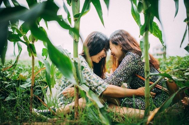 Tuy chơi thân nhau, hiểu nhau từ ánh mắt nụ cười nhưng có một điều đặc biệt cả Hà và Trang đều thừa nhận là cả hai không hề hợp nhau về sở thích, thẩm mĩ khác nhau nhiều. Cầu nối duy nhất của 2 cô bạn là cùng giỏi lắng nghe nên cứ thế thân nhau.