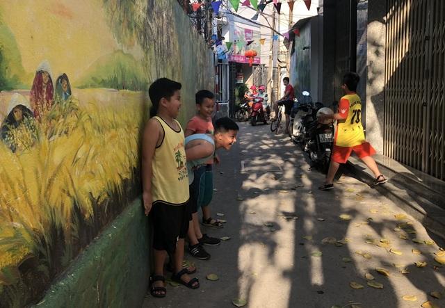 Các bức bích họa khiến cho con hẻm nhỏ giữa lòng trung tâm Đà thành trở nên sinh động