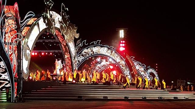 Lễ hội được tổ chức với qui mô hoành tráng, ấn tượng...