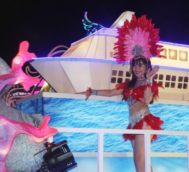 Vẻ đẹp quyến rũ của những bóng hồng tại Carnaval Hạ Long - 5