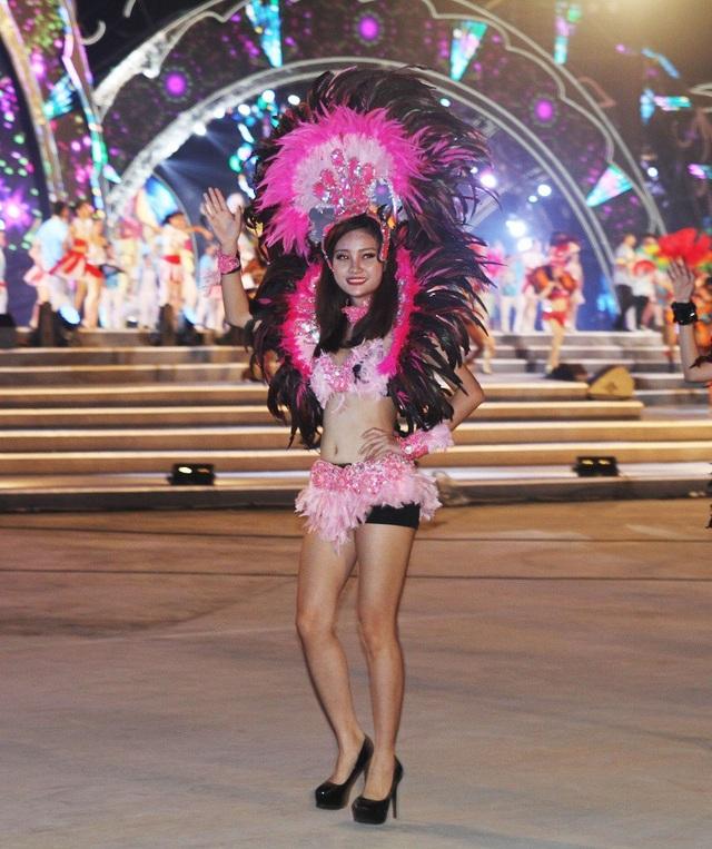 Một số hình ảnh khác của những cô gái xinh đẹp tại Carnaval Hạ Long.